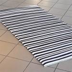 Rastablanche plasttæppe i sort/hvide striber
