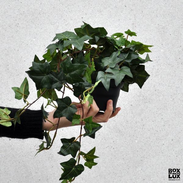 Kunstig grøn plante